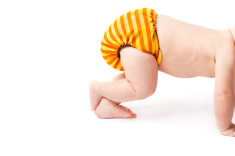 crawling-baby-lifting-cloth-nappy-high-up